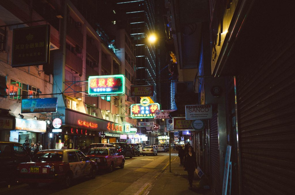 hong-kong-street-at-night
