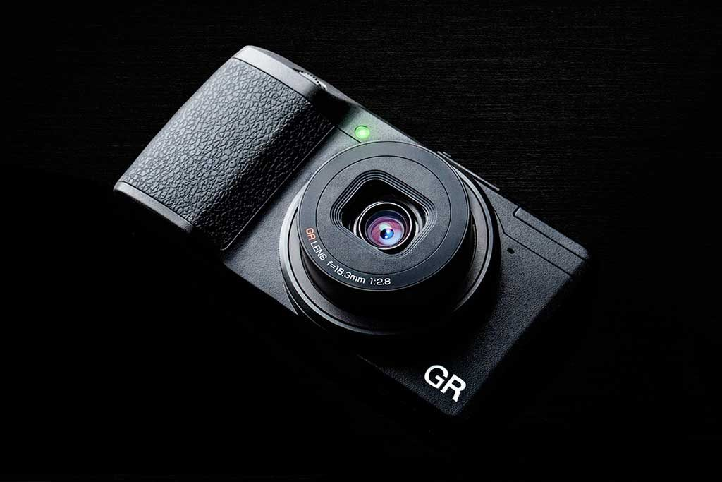 The best pocketable large sensor camera for travel