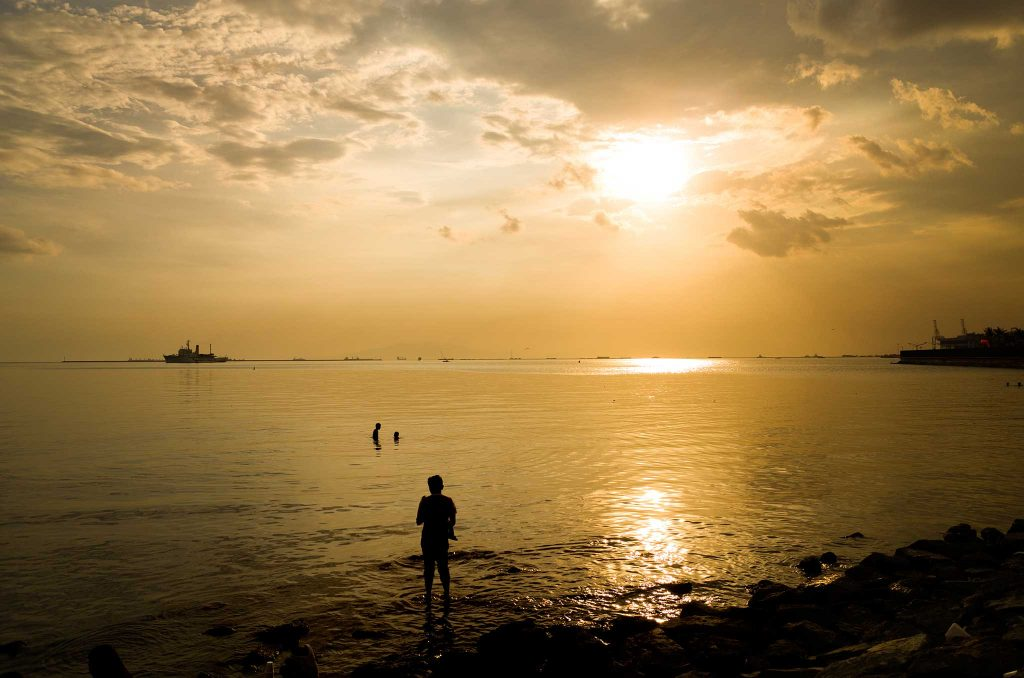 f/4, 1/500, ISO 100. Manila Bay sunset, Philippines.