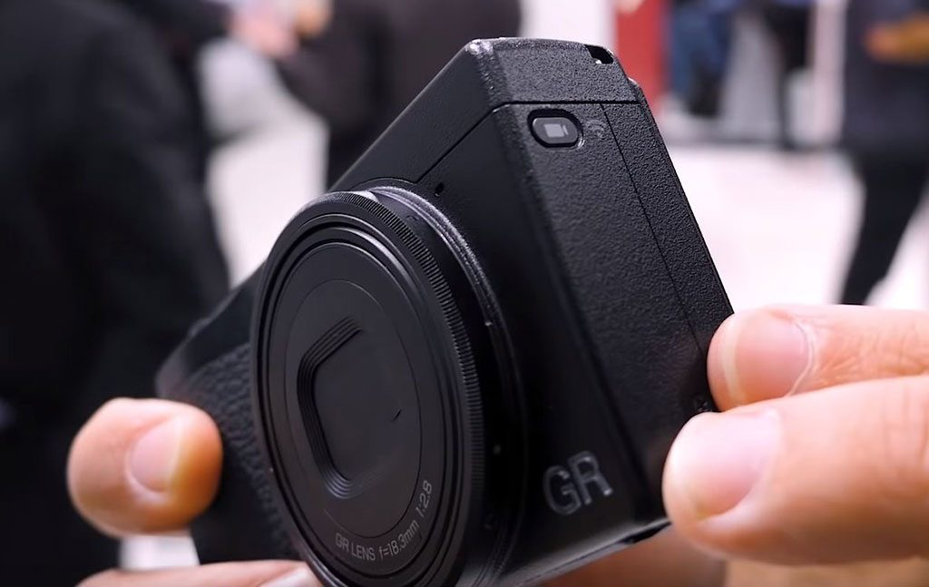 Ricoh GR III video movie mode button