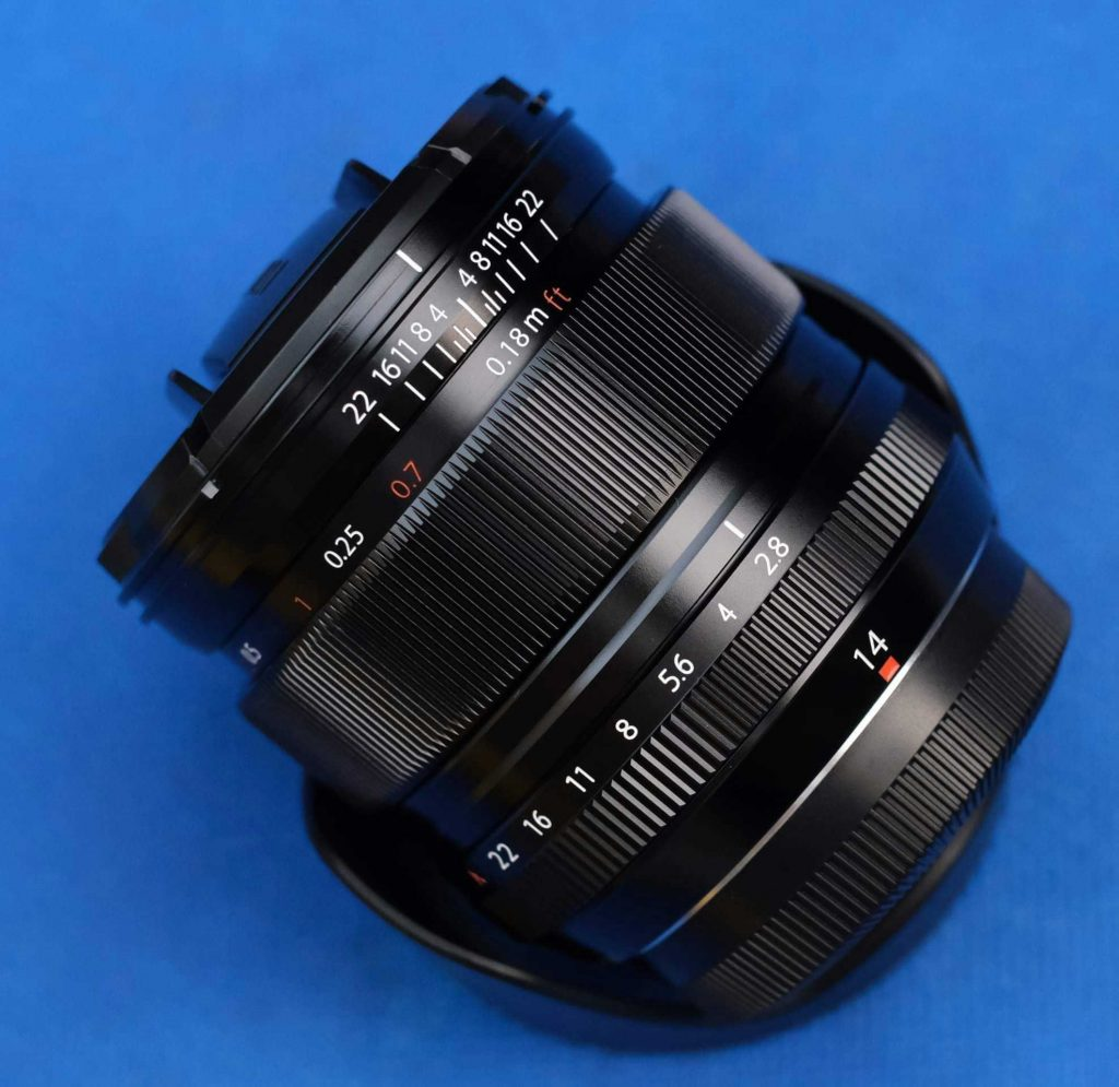 Fuji 14mm f/2.8 distance scale